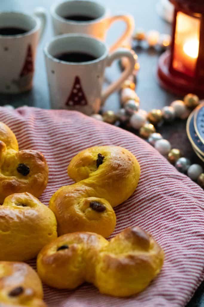 swedish saffron buns with glögg