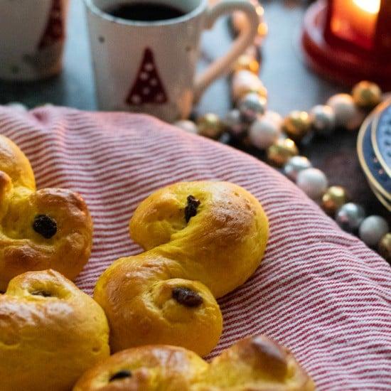 saffron buns with glögg