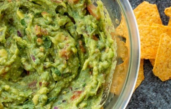 Easy Homemade Vegan Guacamole [Dairy free & Gluten free]
