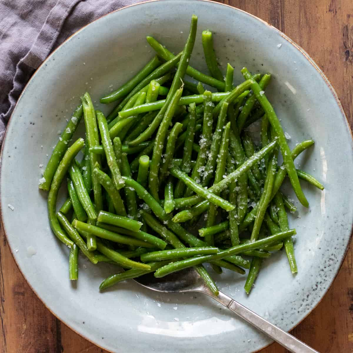 green beans on a blue plate